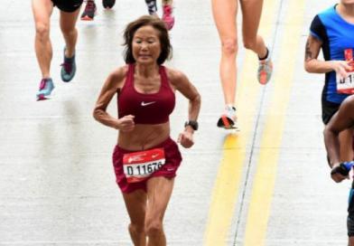 Czy potrafisz pobiec maraton szybciej niż ta 70-latka? Pobiła rekord świata