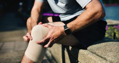 Ból bocznej strony kolana – skąd może pochodzić?