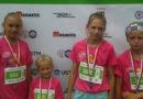 Mistrzowie triathlonu zbierają pieniądze na wakacje dla dzieci