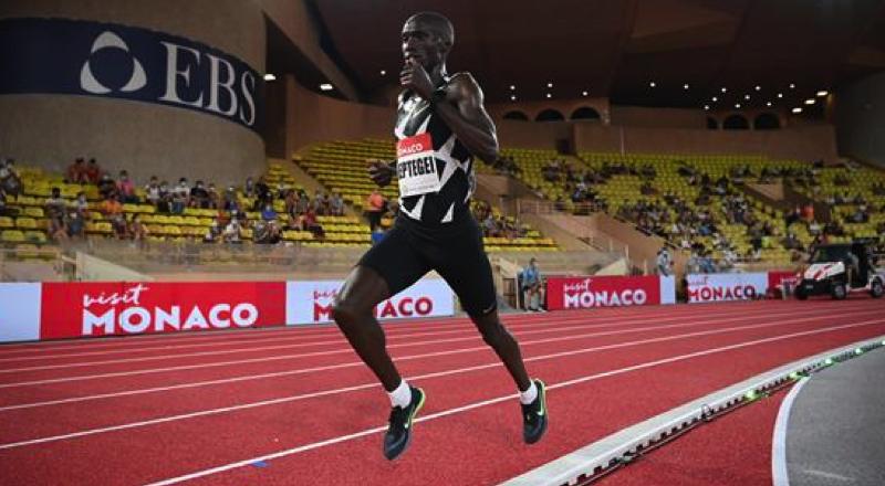 Cheptegei pobił rekord świata na 5000 metrów! Czekaliśmy na to 16 lat